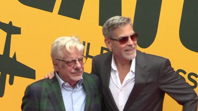 vídeos de stock, filmes e b-roll de george clooney is in rome for the european premiere of the television series catch 22 based on the 1960s novel by joseph heller and filmed in sardinia - george clooney