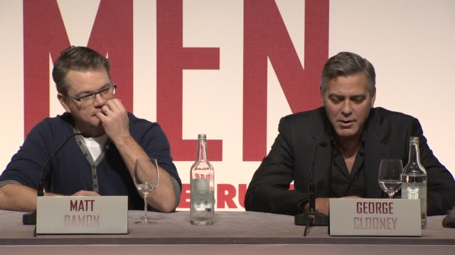 george clooney & matt damon on pranks on set at 'the monuments men' press conference at national gallery, on in london, uk. - マット・デイモン点の映像素材/bロール