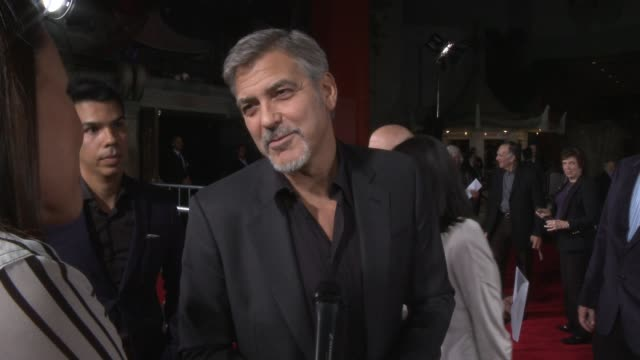 "george clooney on being back the the tcl chinese theatre at the ""our brand is crisis"" los angeles premiere at tcl chinese theatre on october 26, 2015... - ジョージ・クルーニー点の映像素材/bロール"