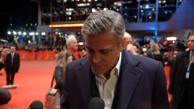 vídeos de stock e filmes b-roll de interview george clooney on being in berlin on his directing the movie poster releasing the film at the berlinale on billy murray at 'the monument... - dirigir