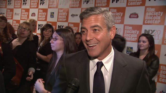 vídeos de stock, filmes e b-roll de george clooney on how is character functions as the backup parent still gives alexander payne hell for not getting a roll in sideways at the 'the... - alexander payne