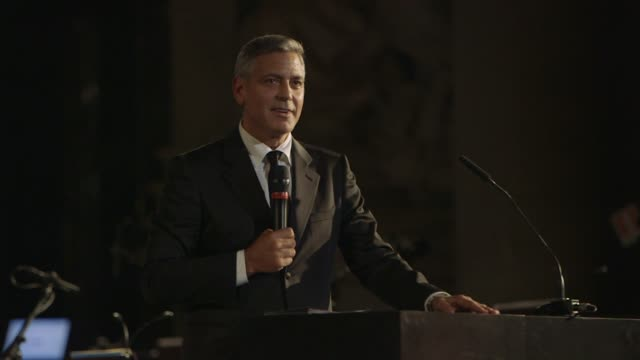 george clooney on muhammad ali, andrea bocelli and his upcoming marriage at celebrity fight night in italy benefiting the andrea bocelli foundation... - ジョージ・クルーニー点の映像素材/bロール
