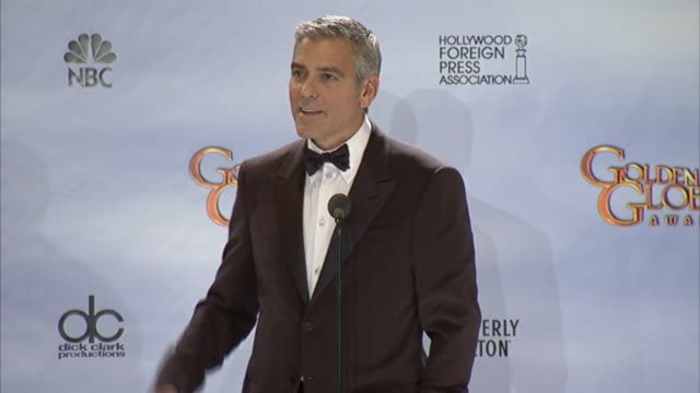 vídeos de stock e filmes b-roll de george clooney on presidential nominations and gay rights at 69th annual golden globe awards press room on 1/15/2012 in beverly hills ca - prémio globo de ouro
