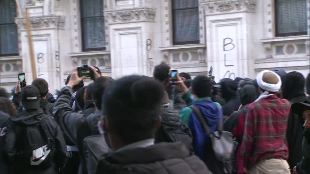 george floyd / black lives matter protests priti patel condemns 'violent minority' of protesters london westminster whitehall ext crowd and riot... - war and conflict stock-videos und b-roll-filmmaterial