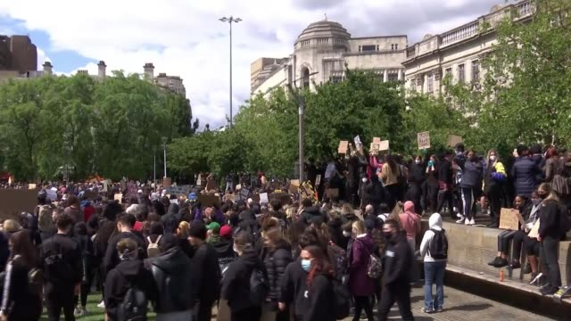 george floyd / black lives matter protests: statue of bristol slaver edward colston torn down by black lives matter demonstrators; england:... - bristol inghilterra video stock e b–roll