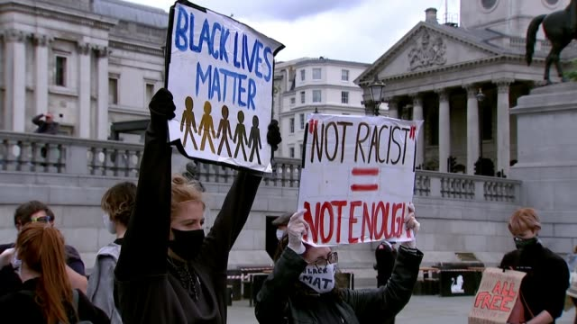 george floyd death / black lives matter: protesters take a knee in trafalgar square; england: london: trafalgar square: ext black lives matter... - ひざまずく点の映像素材/bロール