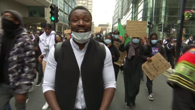 stockvideo's en b-roll-footage met thousands join black lives matter protests across london and the uk england london ext demonstrators with placards along park lane at black lives... - black lives matter