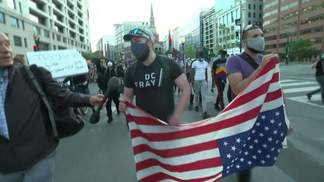 stockvideo's en b-roll-footage met three more police officers to be charged as protests continue in the us usa washington dc black lives matter protesters marching and gathered by... - chanten