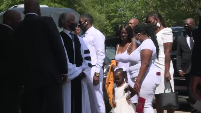 george floyd's family, including his son, quincy mason floyd, arrives at the fountain of praise church in houston, texas, ahead of the funeral service - funeral stock videos & royalty-free footage