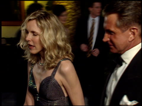 stockvideo's en b-roll-footage met george hamilton at the 1998 academy awards vanity fair party at morton's in west hollywood california on march 23 1998 - 70e jaarlijkse academy awards