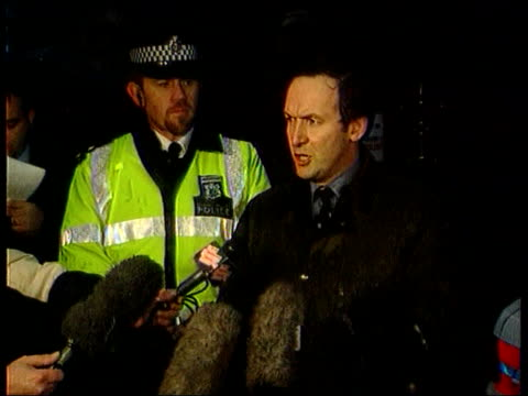 oxfordshire henley detective chief inspector euan read speaking to press sot talks of motive for attack at home of george harrison reporter to camera - oxfordshire stock videos & royalty-free footage