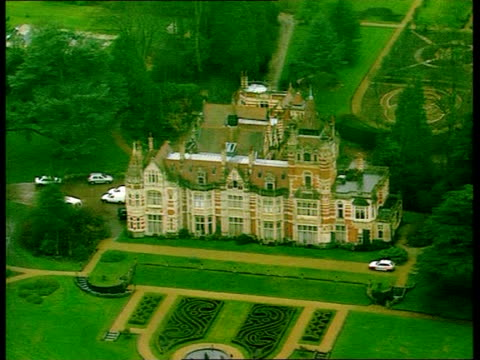 george harrison stabbed; itn england: oxfordshire: henley: ext air view mansion home of george harrison at night police officers and vehicles outside... - oxfordshire stock videos & royalty-free footage