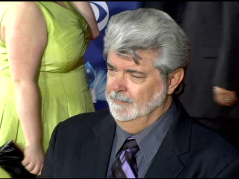 vídeos de stock, filmes e b-roll de george lucas and daughter amanda at the 2006 people's choice awards arrivals at the shrine auditorium in los angeles california on january 10 2006 - george lucas