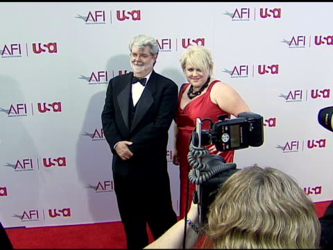 vídeos de stock, filmes e b-roll de george lucas and daughter katie at the 34th afi life achievement award a tribute to sean connery at the kodak theatre in hollywood california on june... - george lucas