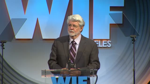 stockvideo's en b-roll-footage met speech george lucas at 2013 women in film crystal lucy awards sponsored by max mara swarovski and kodak 2013 women in film crystal lucy awards... - beverly hilton hotel