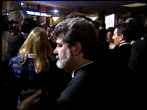 vídeos de stock, filmes e b-roll de george lucas at the 1994 golden globe awards at the beverly hilton in beverly hills california on january 22 1994 - george lucas