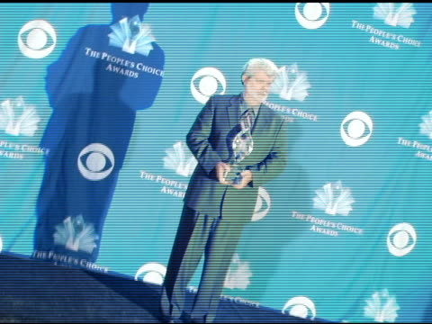 vídeos de stock, filmes e b-roll de george lucas at the 2006 people's choice awards press room at the shrine auditorium in los angeles california on january 10 2006 - george lucas