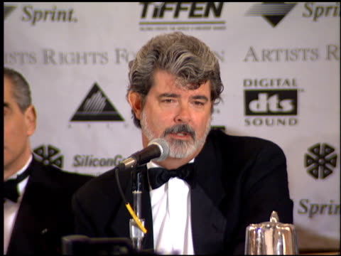vídeos de stock, filmes e b-roll de george lucas at the artist rights foundation huston award at the beverly regent hotel in beverly hills california on april 28 1995 - george lucas