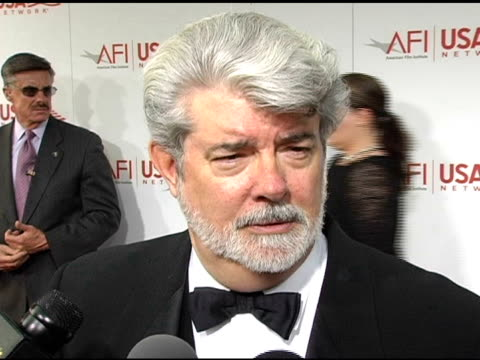 vídeos de stock, filmes e b-roll de george lucas on how he never thought that star wars would be such a big phenomenon he thought it was gonna be one small movie and that's it he was... - george lucas