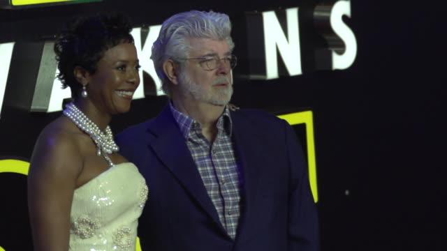 vídeos de stock, filmes e b-roll de george lucas slomo at 'star wars episode vii the force awakens' european premiere on december 16 2015 in london england - george lucas