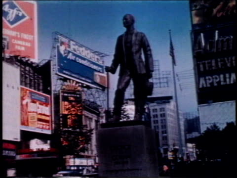 vídeos y material grabado en eventos de stock de 1962 la george m. cohan statue on broadway / new york, new york, united states - 1962