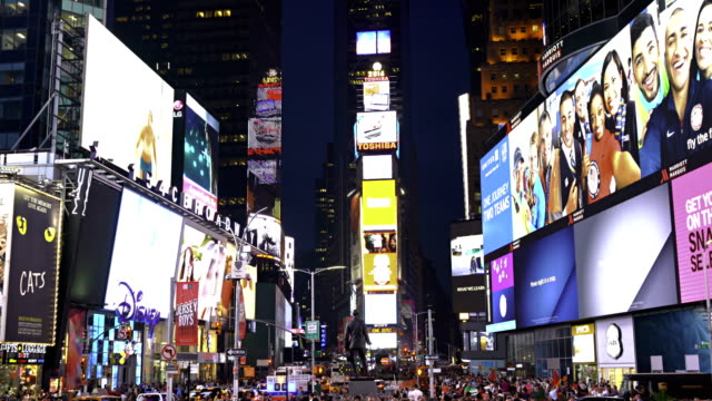 stockvideo's en b-roll-footage met george m. cohan statue, times square with colored billboards at nighttime - digital signage