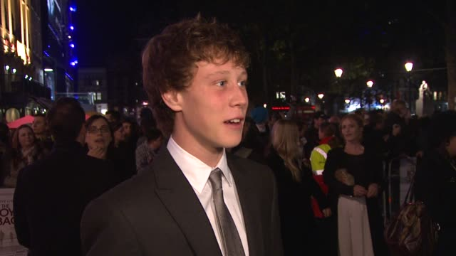stockvideo's en b-roll-footage met george mackay on the premise of the film on being on set with his dad on having fun on set on clive owen being fun to work with on the film being... - george mackay