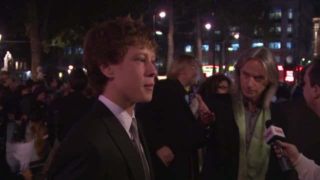 stockvideo's en b-roll-footage met george mackay scott hicks at the the boys are back premiere london film festival at london england - george mackay