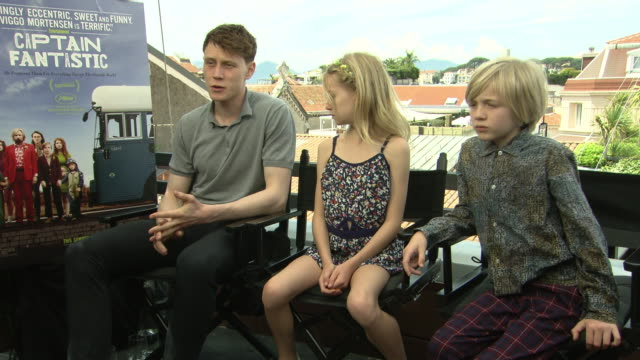 stockvideo's en b-roll-footage met interview george mackay shree crooks charlie shotwell on whether they enjoyed being disconnected from the internet and phones on set and how being on... - george mackay
