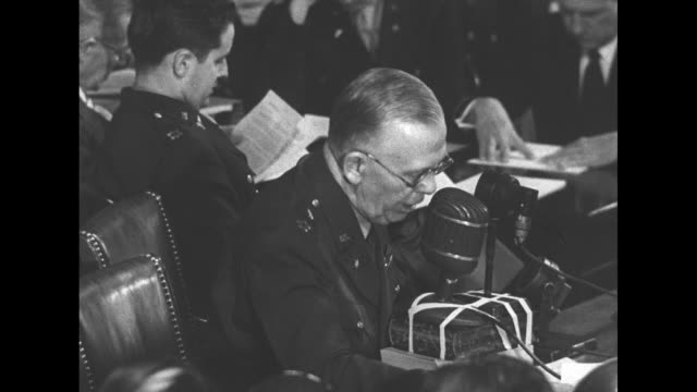 vidéos et rushes de george marshall, army chief of staff, sitting at table in front of microphone, testifies before the joint committee on the investigation of the pearl... - casser les codes