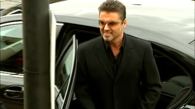 george michael arrested after car crash lib / 2102006 north london ext george michael along and speaking to press / 852007 brent magistrates court... - festnahme stock-videos und b-roll-filmmaterial