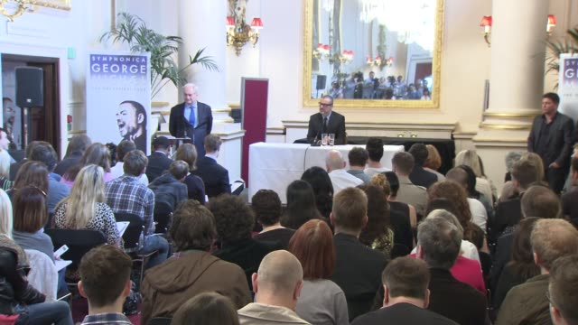 vidéos et rushes de george michael on the dates, not doing the olympics, take that and more at the george michael press conference at london england. - take that