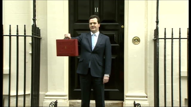george osborne delivers 2014 budget downing street chancellor george osborne mp posing for photocall with the budget box - チャンセラー点の映像素材/bロール