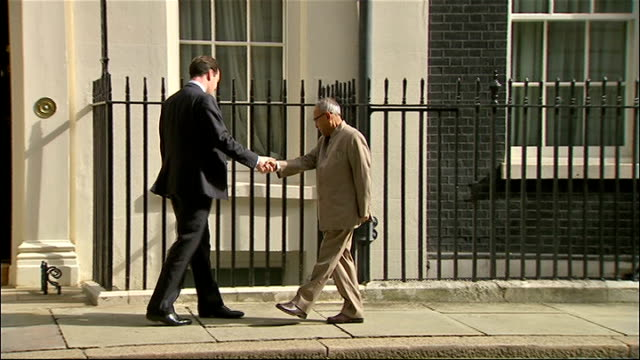 george osborne handshake with indian finance minister england london downing street no11 rogue soundtrack on audio track 2** george osborne mp out of... - ジョージ・オズボーン点の映像素材/bロール