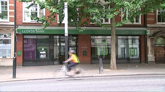 George Osborne postpones Lloyds share sale / GDP figures R28071404 / 2872014 EXT General view of Lloyds Bank branch Sign 'Lloyds Bank' Lloyds bank...