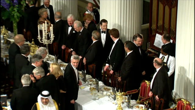 george osborne to challenge eu plans to cap bankers' bonuses lib mansion house int george osborne mp along to his seat at banquet table - ローラ・クエンスバーグ点の映像素材/bロール