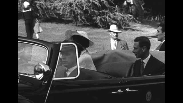 george vi and queen elizabeth at the new york world's fair / royal motorcade stopped / sailor helps girl away from motorcade in background / boy... - エリザベス・ボーズ=ライアン点の映像素材/bロール