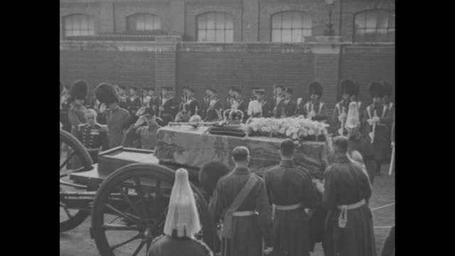 vídeos y material grabado en eventos de stock de george v's coffin is carried from rail car / coffin topped with crown, orb, sceptre and floral tribute is placed on gun carriage / rows of sailors... - funeral