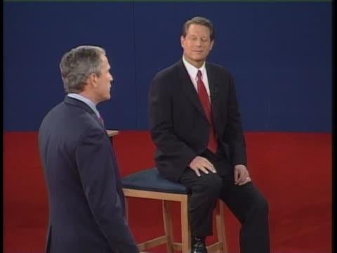 vídeos y material grabado en eventos de stock de george w bush speaks during the final presidential debate against al gore. - gore