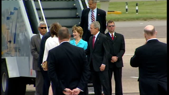 day 1 england london heathrow airport ext george w bush and laura bush out of plane air force one and both wave us ambassador to britain robert... - queen elizabeth hall stock videos and b-roll footage