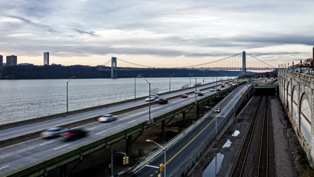 george washington bridge day to night time-lapse - traffic time lapse stock videos & royalty-free footage