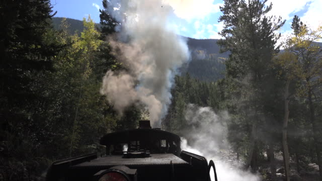 stockvideo's en b-roll-footage met georgetown lus railroad stoommachine locomotief trein colorado rook stapel rocky mountains - stoomtrein