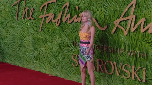 georgia may jagger at the fashion awards 2017 at royal albert hall on december 04 2017 in london england - 2017 bildbanksvideor och videomaterial från bakom kulisserna