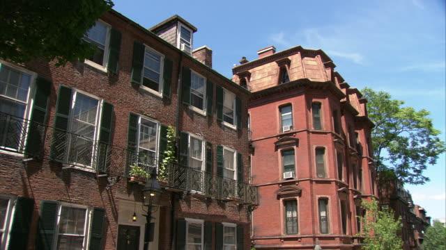ms georgian style houses in beacon hill residential area / boston, massachusetts, usa - ジョージア調点の映像素材/bロール