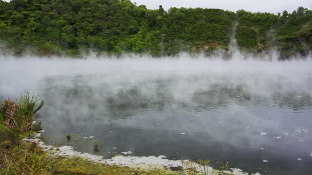 vidéos et rushes de lac géothermique - piscine thermale