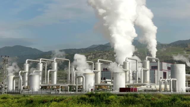 vidéos et rushes de centrale électrique géothermique - production d'énergie