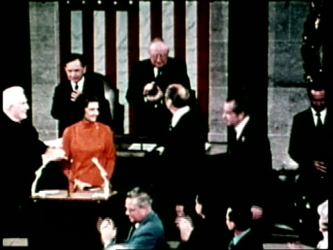gerald ford accepts the office of united states vice president at his inauguration on december 6 1973 - präsident stock-videos und b-roll-filmmaterial