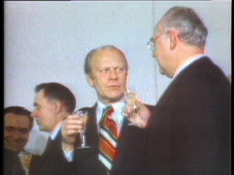gerald ford and leonid brezhnev sign a disarmament agreement in vladivostok and then drink a toast. - leonid brezhnev bildbanksvideor och videomaterial från bakom kulisserna