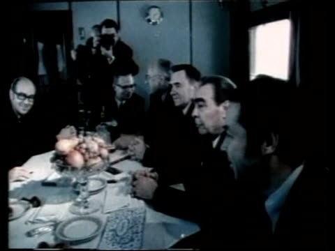 vídeos de stock e filmes b-roll de gerald ford dies file / november 1974 vladivostok int ford meeting with thensoviet president leonid brezhnev brezhnev signing agreement - leonid brezhnev