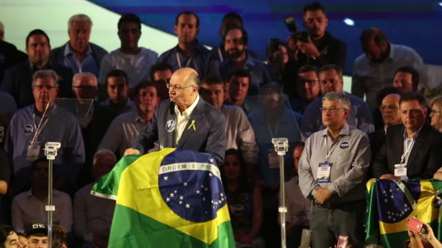vídeos y material grabado en eventos de stock de geraldo alckmin presidential candidate for the brazilian social democracy party speaks during the convention at brazilian international convention... - teleprompter